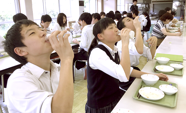 学園給食3