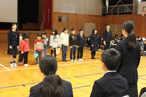 卒業生を送る会(集会)を行いました。