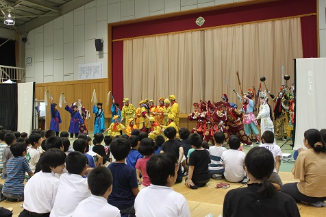 新潮劇院(京劇)を見ました。&一部の子どもが参加しました。