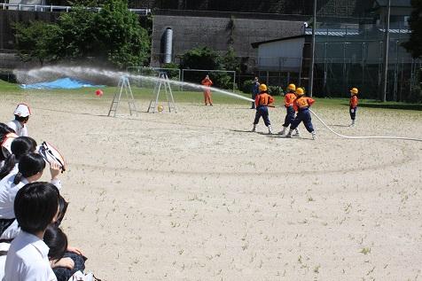 全校で避難訓練!! 梼原学園少年消防クラブの軽可搬ポンプ操法披露!!