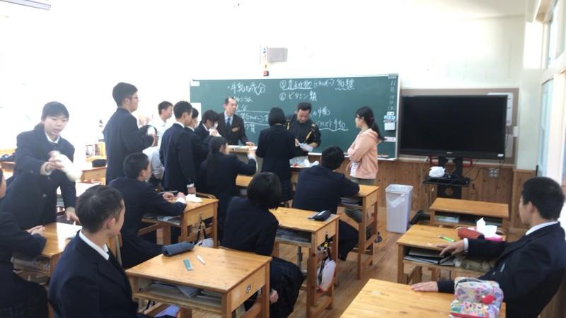 梼原高校の先生が9年生に授業をしてくれました。(アクセスプラン)