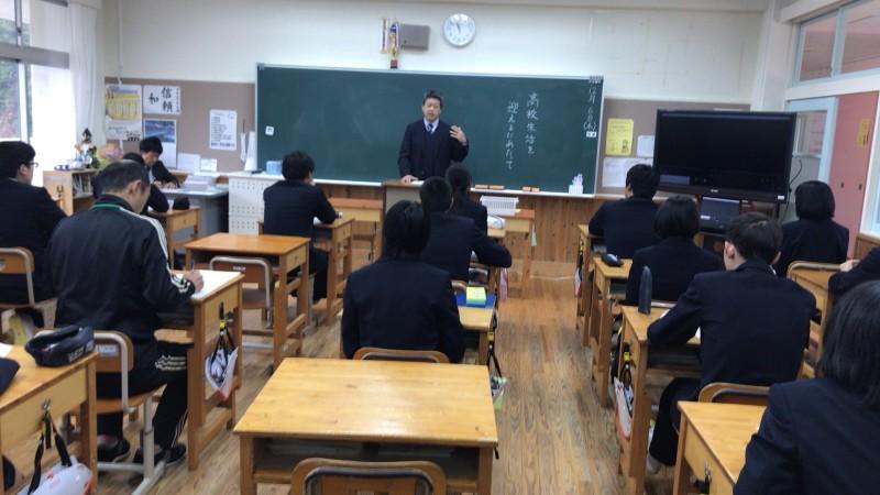 梼原高校の教頭先生が9年生に話をしてくれました。