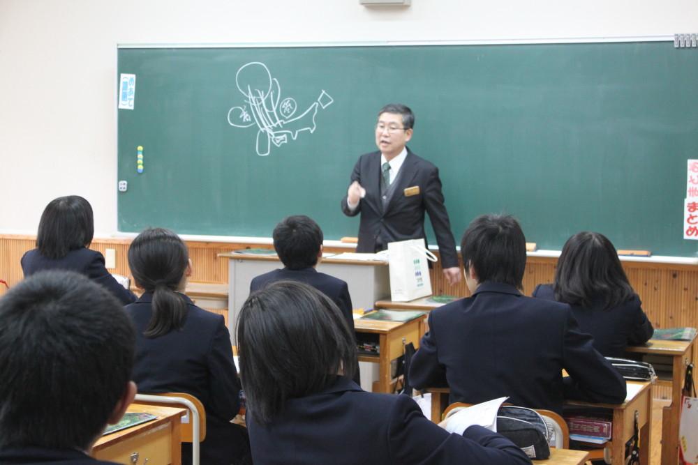 吉田町長が7年生にお話をしてくださいました。
