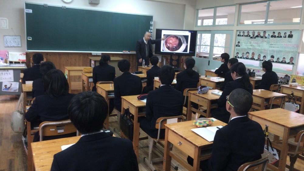東京理科大学教授 松田良一先生が8年生に授業をしてくれました。