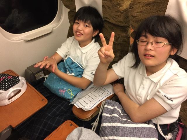 新幹線に乗っています。